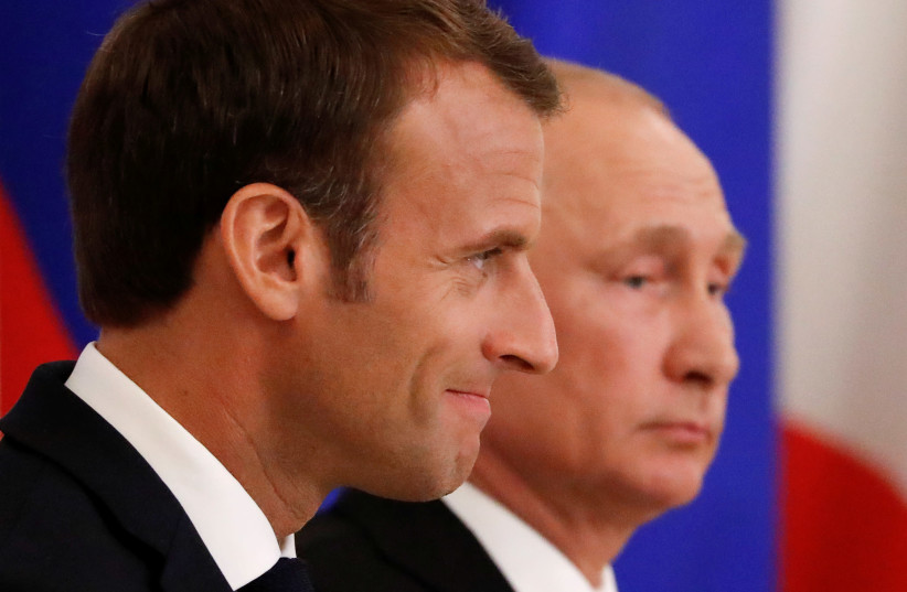 Russian President Vladimir Putin (R) and his French counterpart Emmanuel Macron attend a signing ceremony after the talks in St. Petersburg, Russia May 24, 2018 (photo credit: GRIGORY DUKOR / REUTERS)