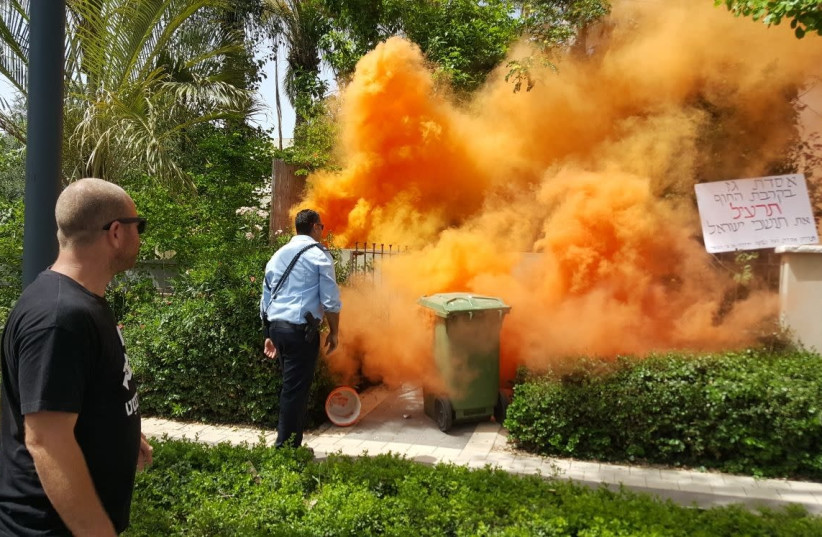 Smoke at the Netanyahu residence in Caeserea, May 25, 2018  (photo credit: ISRAELI FORUM FOR THE PROTECTION OF THE BEACHES)