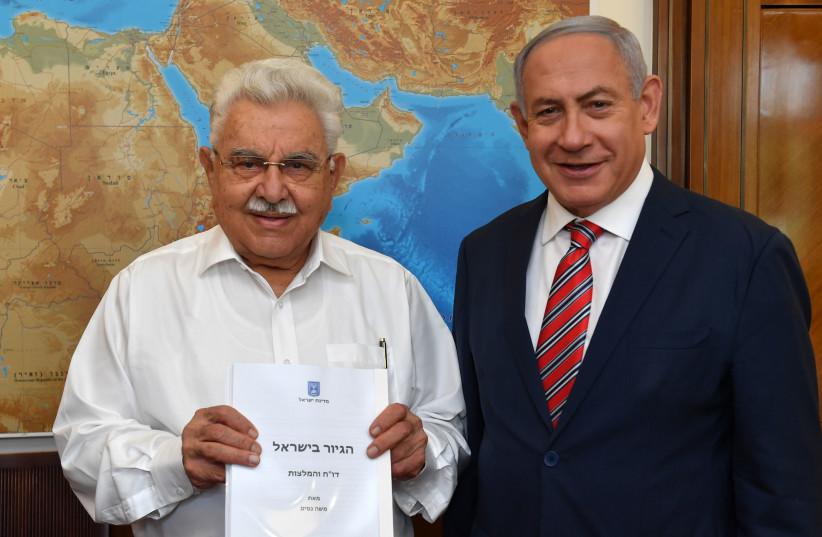 Former Justice Minister Moshe Nissim presents his conversion propsal to Prime Minister Benjamin Netanyahu on Sunday, June 3, 2018 (photo credit: KOBI GIDON / GPO)