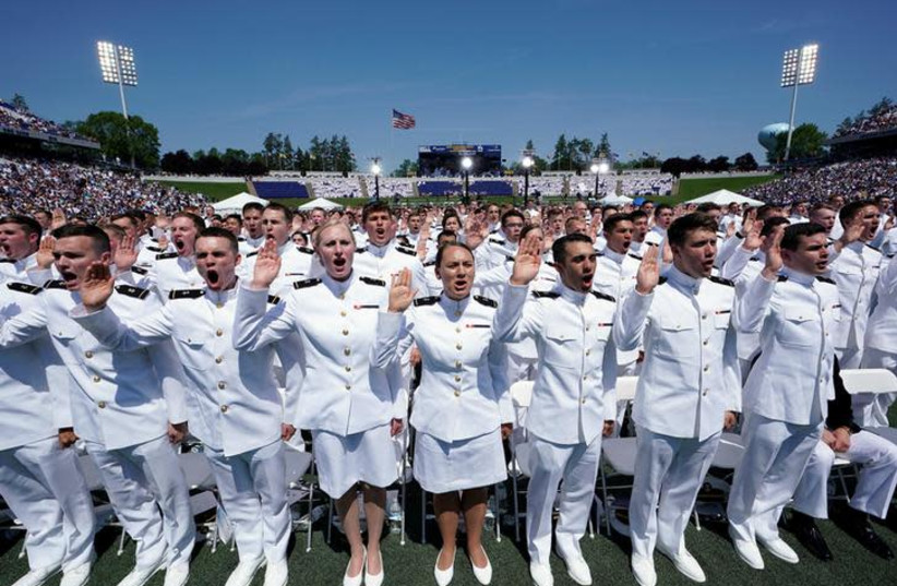 Members of the U.S. Naval Academy graduating class stand to be sworn in during their commissioning and graduation ceremony at the U.S. Naval Academy in Annapolis, Maryland, May 25, 2018. (photo credit: KEVIN LAMARQUE/REUTERS)
