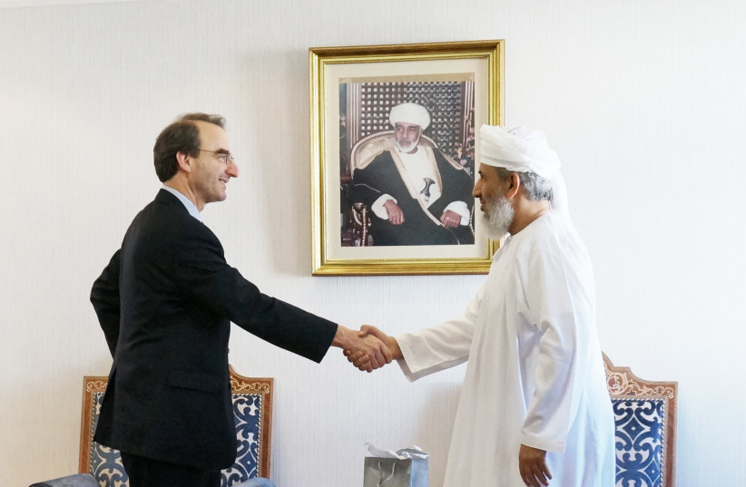 Jason Isaacson with Sheikh Abdallah Bin Mohammed Bin Abdullah Al Salmi, Minister of Awqaf and Religious Affairs, Sultanate of Oman.  (photo credit: Courtesy)