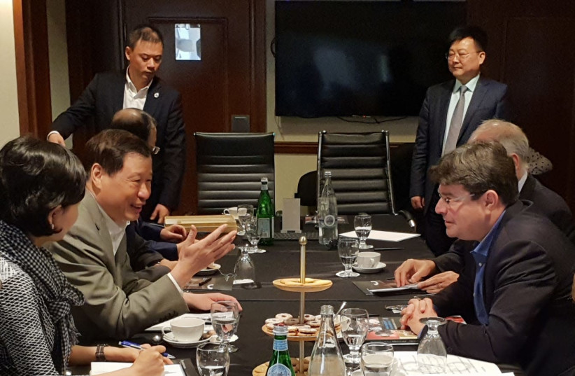 Science and Technology Minister Ofir Akunis and Shanghai mayor Yang Xiong (photo credit: COURTESY SCIENCE AND SPACE MINISTRY)
