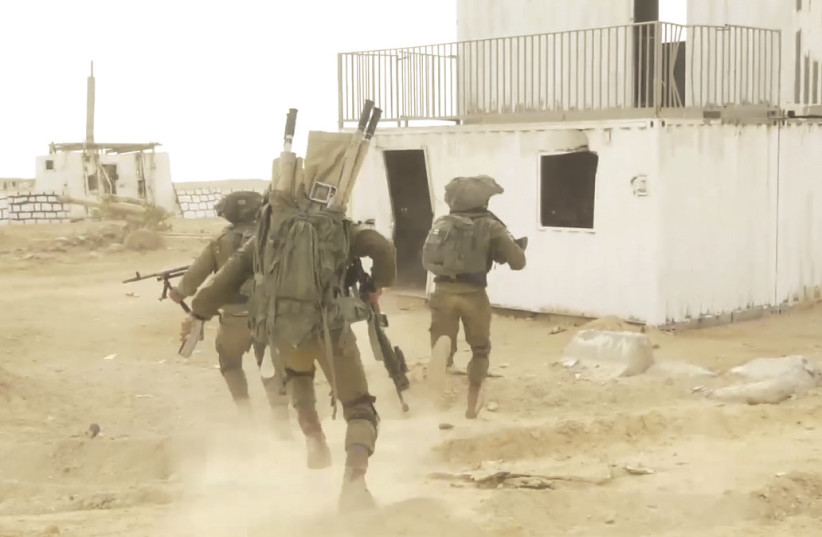SOLDIERS PARTAKE in the IDF's combined ground officers course on the Bahad 1 base in the Negev (photo credit: IDF SPOKESPERSON'S UNIT)