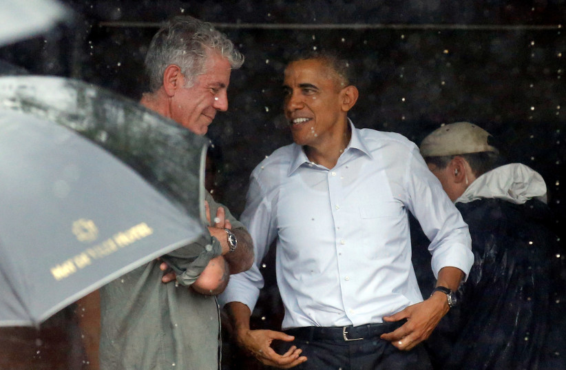 U.S. President Barack Obama talks with Anthony Bourdain after an interview at a shopping area of Hanoi, Vietnam May 24, 2016. (photo credit: CARLOS BARRIA / REUTERS)