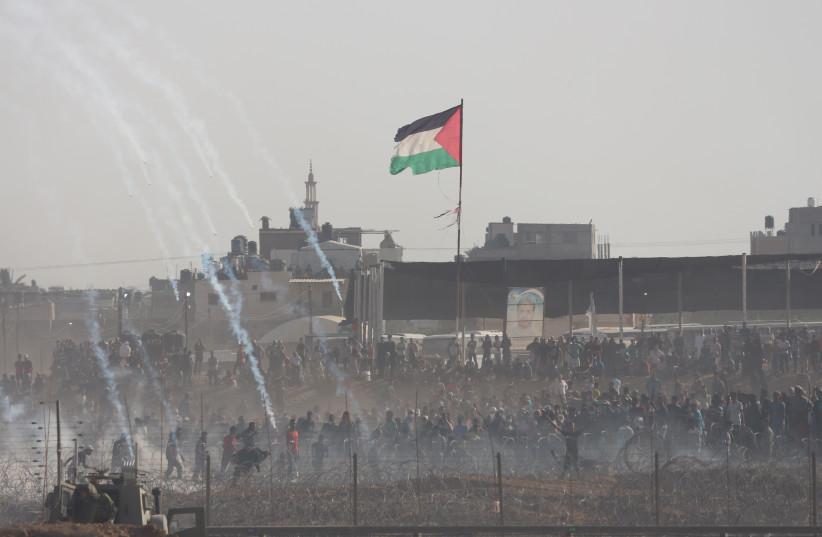 Protests near Khan Yunis on Gaza border June 8, 2018 (photo credit: ANNA AHRONHEIM)