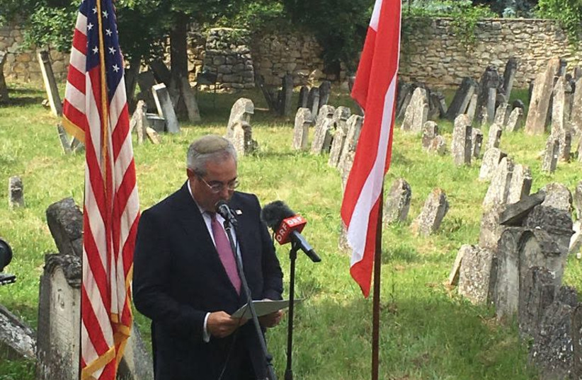 Chairman of the Commission for the Preservation of America's Heritage Abroad Paul Packer speaks at the ceremony on Sunday, June 10, 2018.  (photo credit: Courtesy)
