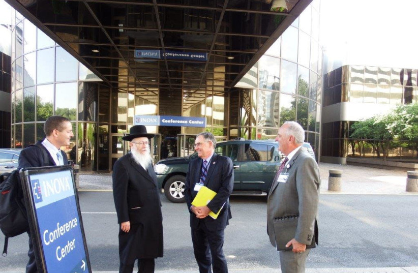 Deputy Health Minister Yaakov Litzman visits Inova Hospital in North Virginia. (photo credit: HEALTH MINISTRY)