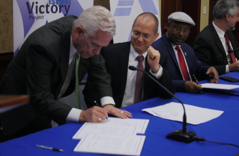 CONGRESSMAN BILL JOHNSON, one of the co- chairs of the Congressional Israel Victory Caucus,  signs the joint declaration with Knesset Israel Victory Caucus co-chairs MKs Oded Forer and Avraham Neguise, and Prof. Daniel Pipes (in the background), at a joint meeting of the CIVC and the KIVC in Congres (photo credit: Courtesy)
