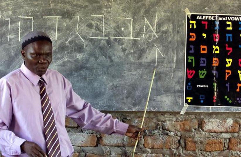 Ugandan Rabbi Harun Kintu Moses conducts a Hebrew language lesson at Hadassah School, a Jewish community institute in Mbale along the slopes of Mt.Elgon some 224km (139Mmiles) east of Uganda's capital Kampala, Uganda, February 10,2005 (photo credit: REUTERS)