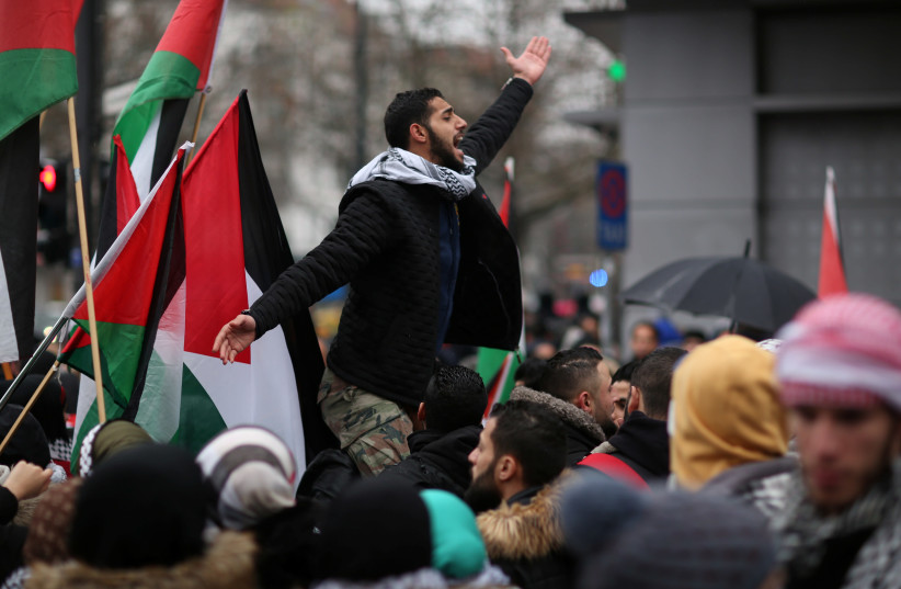 Anti-Trump protesters march in Berlin against the US President's decision to recognise Jerusalem as Israel's capital, December 15, 2017. (photo credit: REUTERS)