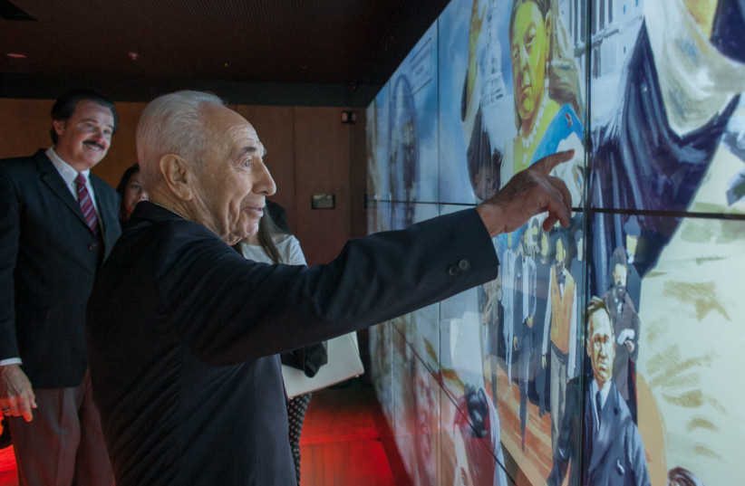 Former President Shimon Peres visits the Friends of Zion Museum (photo credit: COURTESY FRIENDS OF ZION)