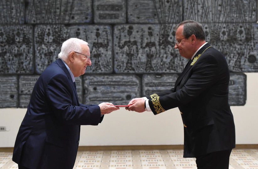 Reuven Rivlin (L) with Russian Ambassador, Anatoly Victorov at the President's Residence (photo credit: MARK NEYMAN/GPO)