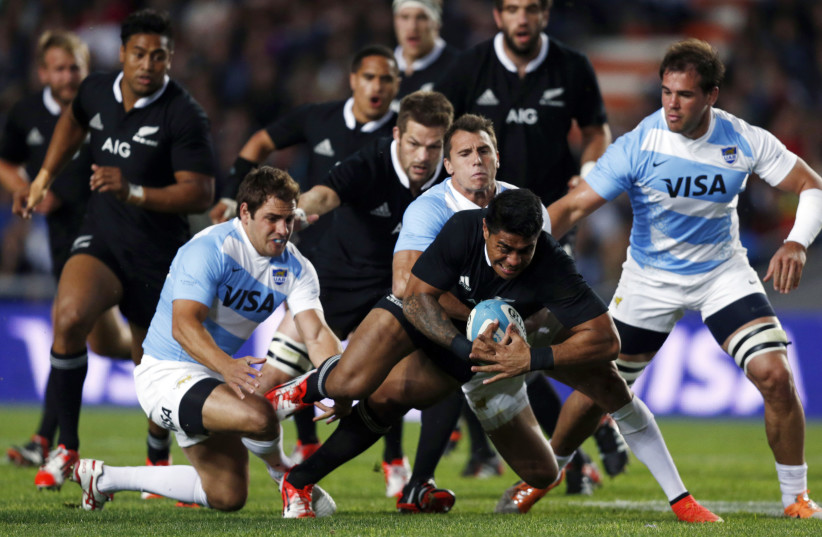 Malakai Fekitoa (C) of New Zealand's All Blacks is tackled by Argentina's Juan Imhoff (C, back) and Nicolas Sanchez (L, bottom) during their Rugby Championship match in La Plata, September 27, 2014.  (photo credit: REUTERS/MARCOS BRINDICCI)