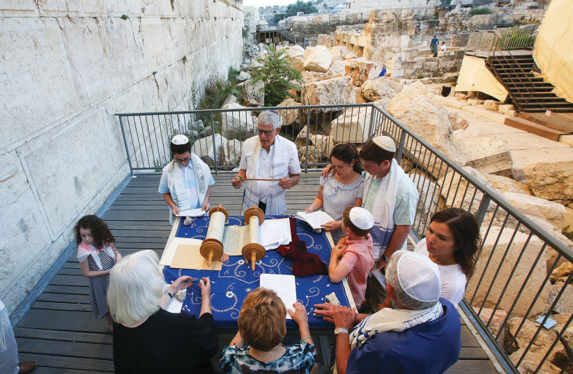 American family celebrates bar mitzvah summer 2017 in the Azarat Yisrael plaza at Robinson's Arch archaeological site at southern end of the Western Wall. (photo credit: MARC ISRAEL SELLEM/THE JERUSALEM POST)