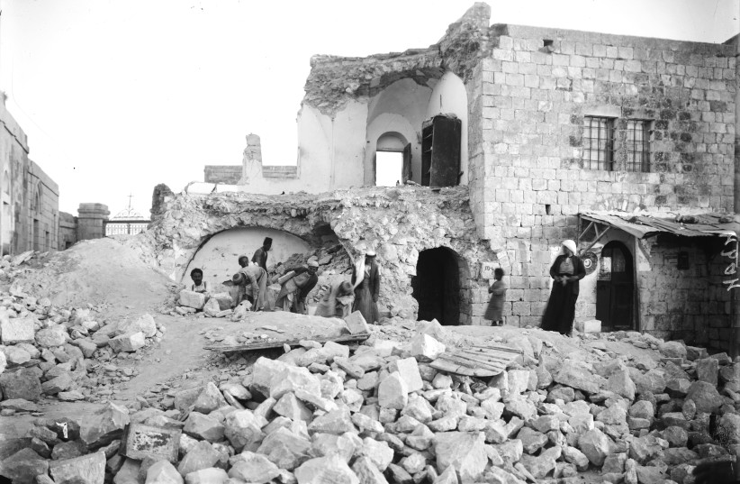 Damages from 1927 earthquake:  A destroyed house on the Mount of Olives (photo credit: Wikimedia Commons)