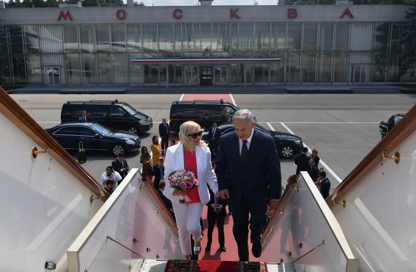 Prime Minister Benjamin Netanyahu and his wife Sara Netanyahu returning to Israel from Moscow, Russia  (photo credit: KOBI GIDEON/GPO)