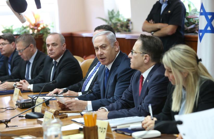 Prime Minister Benjamin Netanyahu speaks at the weekly cabinet meeting on Sunday, July 15, 2018 (photo credit: ALEX KOLOMOISKY / POOL)