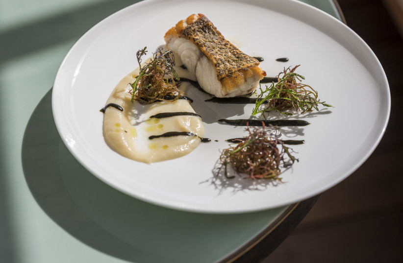 Dinings (photo credit: ANATOLI MICHAELO)