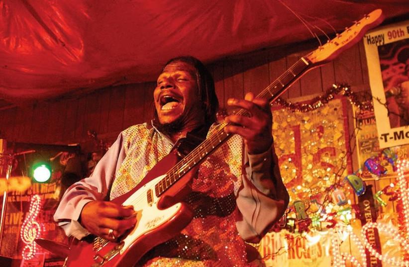 Alanis HAILING STRAIGHT from Mississippi. Guitarist-vocalist Anthony Sherrod, aka Big A (photo credit: LOU BOPP)