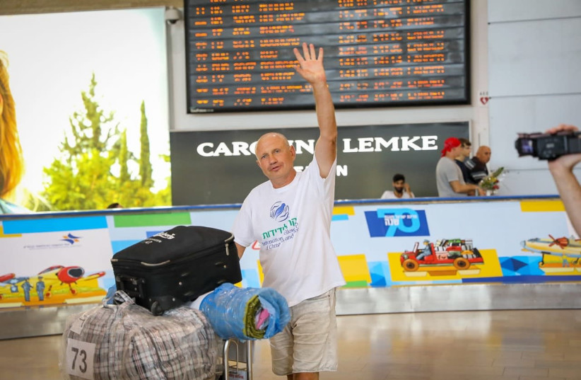 A new immigrant lands in Tel Aviv from the Ukraine (photo credit: NOAM MOSKOWITZ)