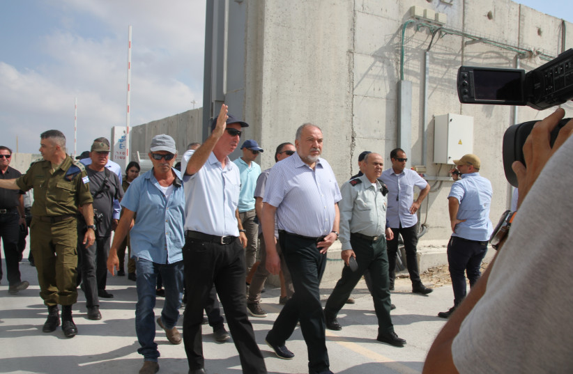 Avigdor Liberman at the Kerem Shalom Crossing, July 22, 2018 (photo credit: TOVAH LAZAROFF)