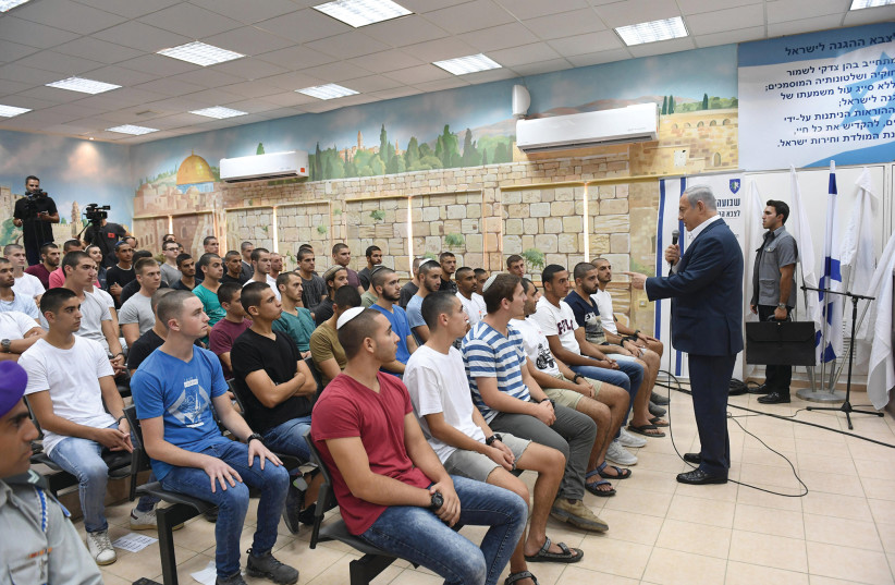 PRIME MINISTER Benjamin Netanyahu meets with new IDF and Border Police recruits yesterday.  (photo credit: HAIM ZACH/GPO)
