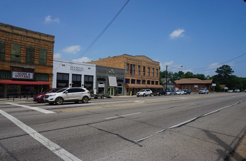 North Main Street in Lindale, Texas. Route 69 is what the historical Texas trail evolved into. (photo credit: MICHAEL BARERA / WIKIMEDIA COMMONS)