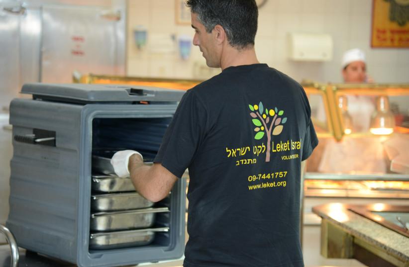 Volunteers for Leket Israel collect hot meals for the organization [illustrative] (photo credit: COURTESY LEKET ISRAEL)
