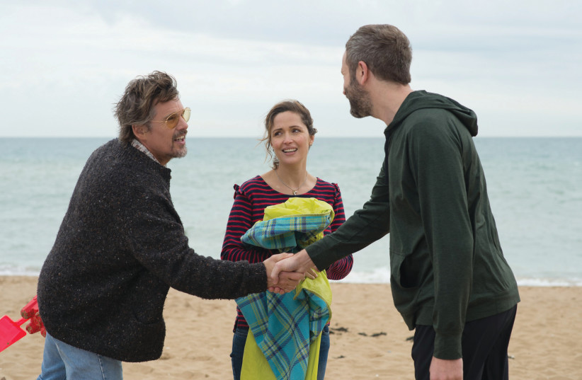 FROM LEFT, Ethan Hawke, Rose Byrne and Chris O'Dowd in 'Juliet, Naked' (photo credit: Courtesy)