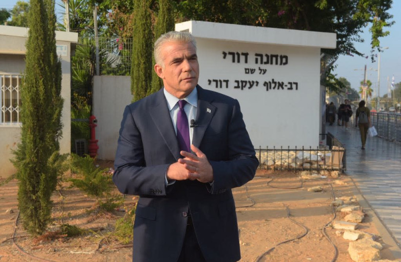 Yesh Atid chairman Yair Lapid visits Tel Hashomer army base, August 13, 2018 (photo credit: AVSHALOM SASSONI/MAARIV)