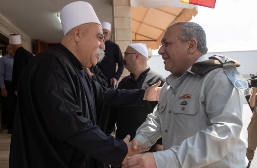 IDF Chief of Staff Lt.-Gen.Gadi Eisenkot and Druze spiritual leader Sheikh Moafaq Tarif, August 18 2018 (photo credit: IDF SPOKESMAN'S UNIT)