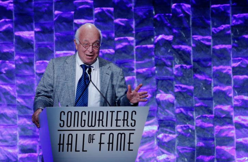 Seymour Stein, founder of Sire Records speaks to guests after receiving the Howie Richmond Hitmaker Award during the 47th Songwriters Hall of Fame Induction ceremony in New York June 9, 2016 (photo credit: REUTERS/EDUARDO MUNOZ)