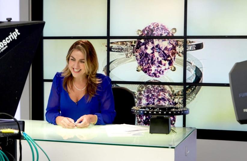 Angeline Davies presenting Gems TV, August 2018 (photo credit: GEMPORIA)