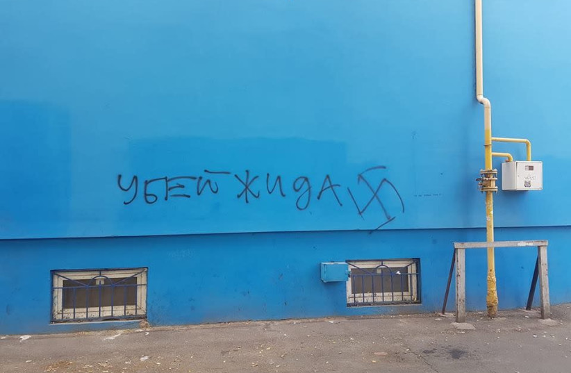 Antisemitic graffiti in Odessa, Ukrainian, which says 'kill the yid.'  (credit: EDUARD DOLINKSY)
