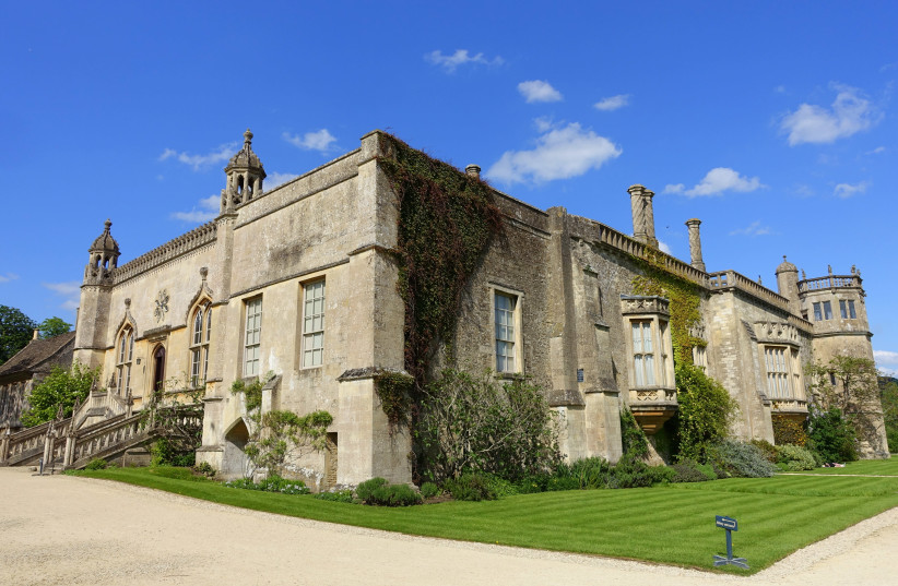 Lacock Abbey, Wiltshire, England (photo credit: Wikimedia Commons)