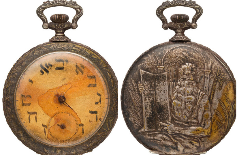 A pocket watch featuring Hebrew letters that belonged to a Jewish Russian immigrant who died aboard the Titanic (photo credit: HERITAGE AUCTIONS HA.COM)