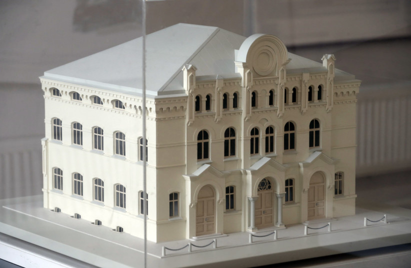 A model of the Great Choral Synagogue in Riga is pictured in the Ghetto museum in Riga February 27, 2015. Decades after destruction by the Nazis, Latvia's lost synagogue heritage has been recreated in intricate model form as part of efforts to recapture and document the once rich Jewish life in the  (photo credit: INTS KALNINS / REUTERS)
