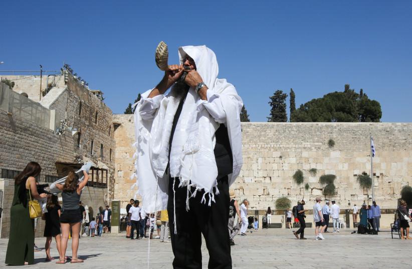 Man with shofar at Western Wall, September 4, 2018 (photo credit: MARC ISRAEL SELLEM)