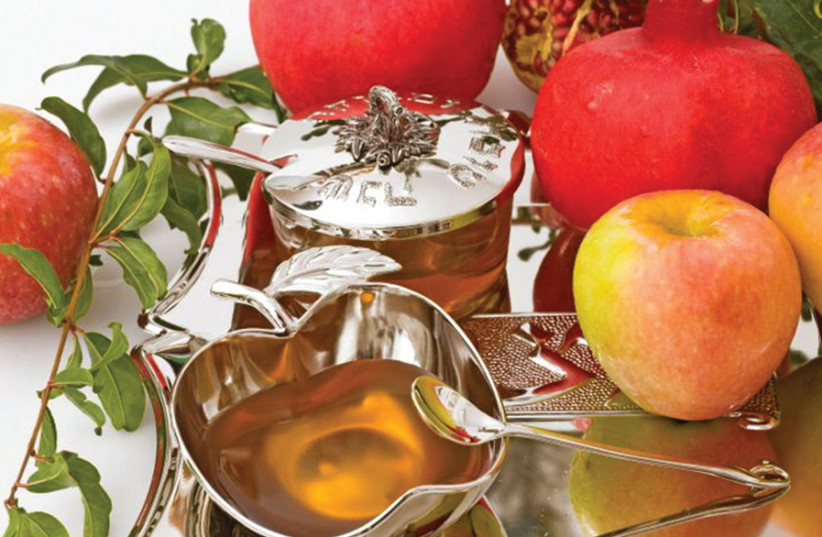 APPLES AND honey: The classic Rosh Hashanah combination. (photo credit: SUFECO/FLICKR)