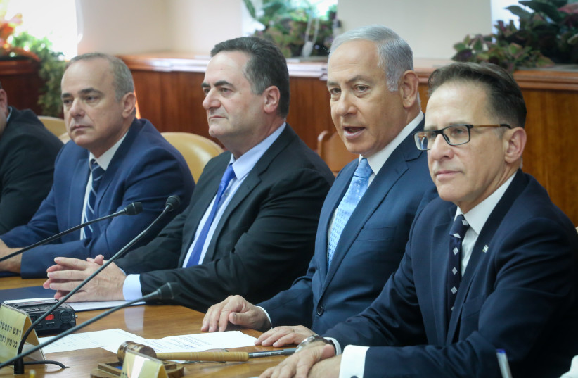 Energy Minsiter Yuval Steinitz, Transportation Minister Israel Katz and Prime Minister Benjamin Netanyahu at a Cabinet meeting (photo credit: MARC ISRAEL SELLEM)