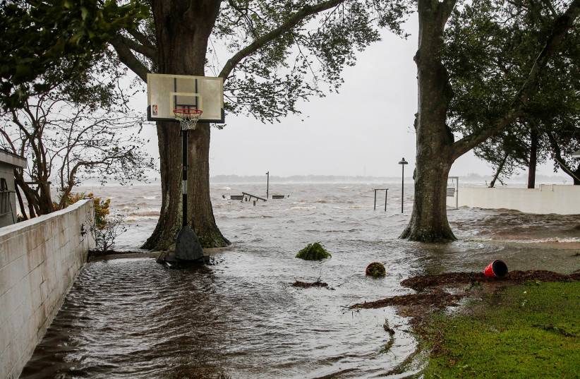 Water from Neuse River starts flooding houses as the Hurricane Florence comes ashore in New Bern, North Carolina, U.S., September 13, 2018. (photo credit: REUTERS/EDUARDO MUNOZ)