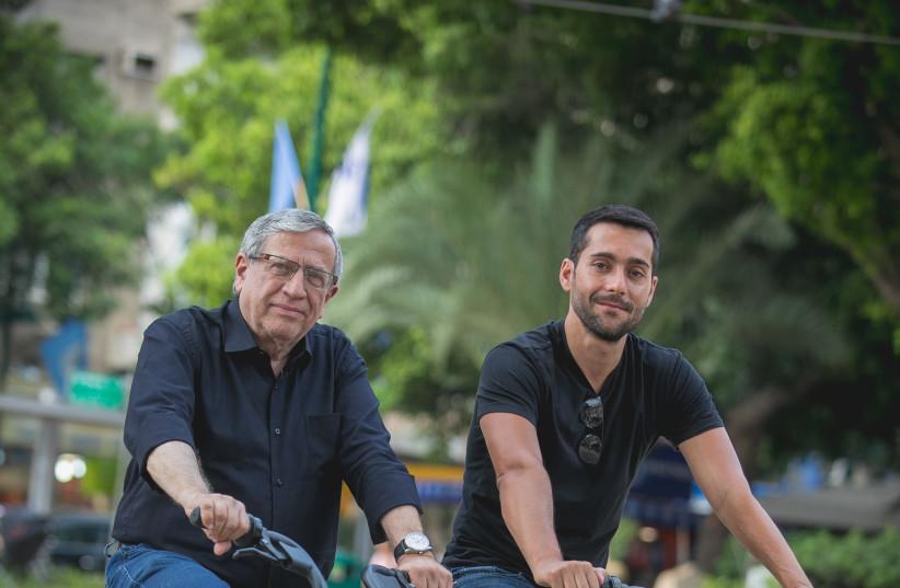 Ramat Gan mayor Yisrael Zinger and Head of Operations for Mobike Israel Liran Gilboa (photo credit: ILAN SAPIRA)