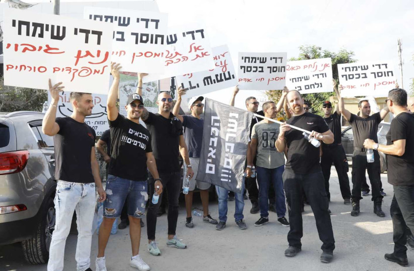 Firefighters protest working conditions in Rishon Lezion on September 17th, 2018. (photo credit: YUVAL BAGNO)