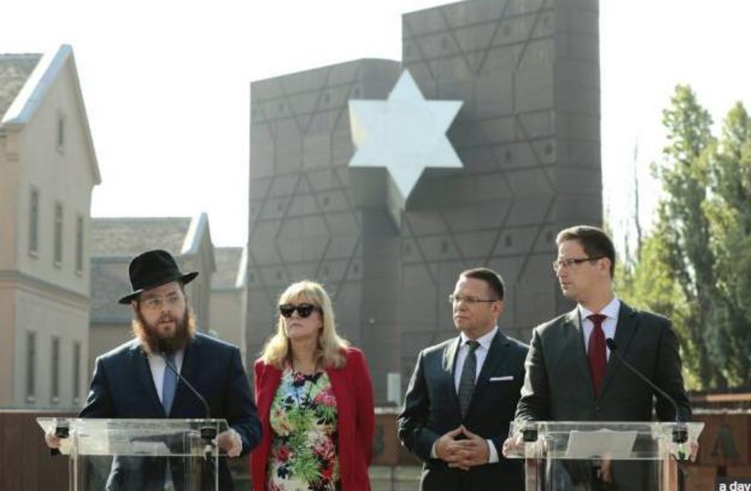 Rabbi Slomó Köves, Mária Schmidt, and Gergely Gulyás at yesterday's press conference in front of the House of Fates (photo credit: HUNGARIAN SPECTRUM)