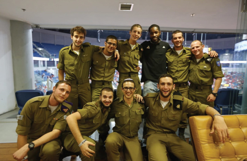 IDF SOLDIERS pose with Hapoel Jerusalem basketball star Jerome Dyson during an event last season. (photo credit: Courtesy)