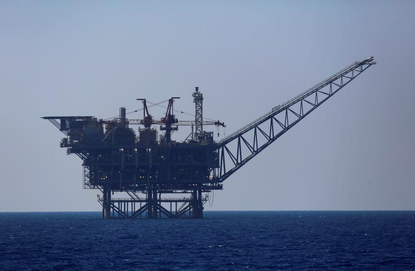 An Israeli gas platform is seen in the Mediterranean sea August 1, 2014 (photo credit: REUTERS/AMIR COHEN/FILE PHOTO)