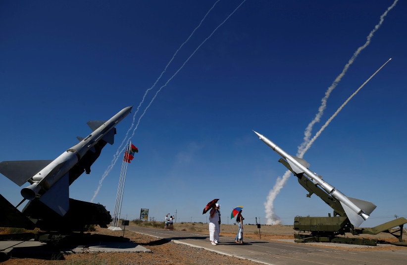 People watch S-300 air defense missile systems launching missiles during the Keys to the Sky competition at the International Army Games 2017 at the Ashuluk shooting range outside Astrakhan, Russia, August 5, 2017.  (photo credit: REUTERS/MAXIM SHEMETOV)