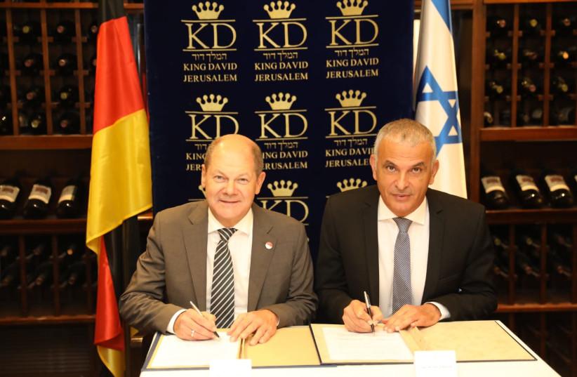 Finance Minister Moshe Kahlon and German Finance Minister and Deputy Chancellor Olaf Scholz, October 4, 2018 (photo credit: NOAM RIVKIN-PANTON)