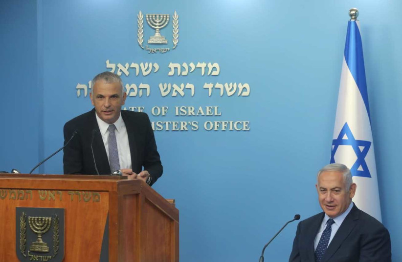 Finance Minister Moshe Kahlon [L] and Prime Minister Netanyahu at the announcement of the new Governor of the Bank of Israel, October 9, 2018 (photo credit: MARC ISRAEL SELLEM)
