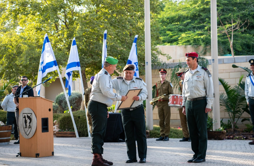 IDF Chief of Staff Lt.Gen. Gadi Eisenkot awards Gaza Division certificate of appreciation. (photo credit: IDF SPOKESPERSON'S UNIT)